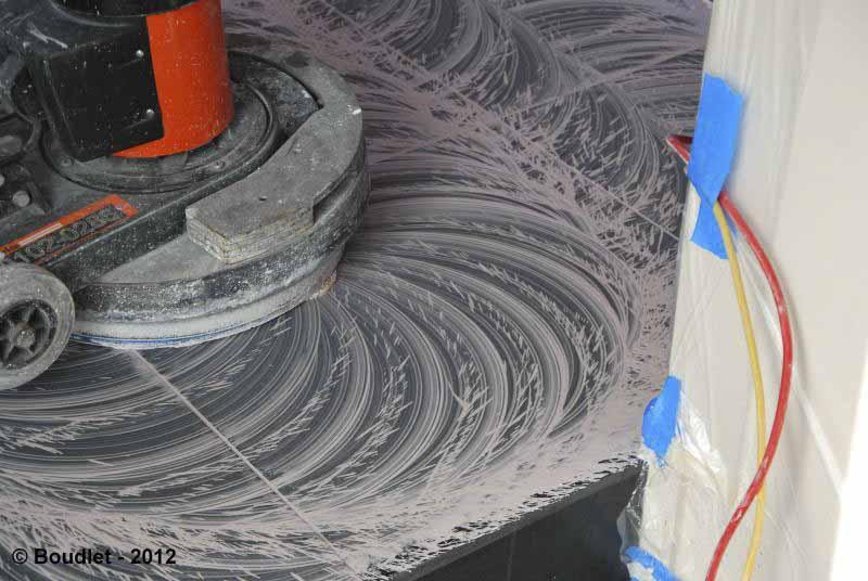 Le décapage du marbre chimique et mécanique
